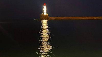 Χανιά: Νέος εντυπωσιακός φωτισμός στο Φάρο του Ενετικού Λιμένα (φωτογραφίες)