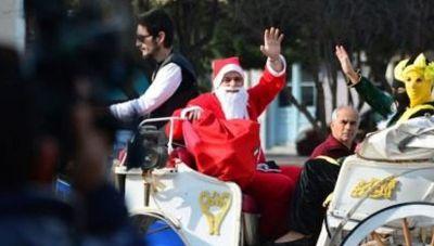 Χανιά: Ο Άγιος Βασίλης περνάει με την άμαξα
