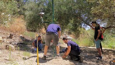 Θέμα newshub.gr: Οι αγρότες στο Ηράκλειο που τοποθετούν υψηλή τεχνολογία στα... λιόφυτα! (φωτογραφίες)