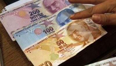 Κατρακύλα της τουρκικής λίρας: Υποχώρησε έως 1% στις 7,8682 λίρες ανά δολάριο