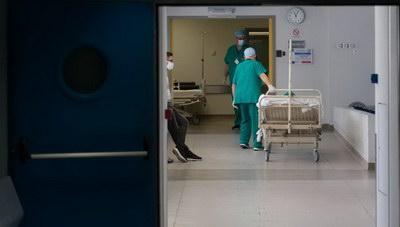 Κορωνοϊός και θάνατοι: Στους 355 ανέρχονται οι νεκροί