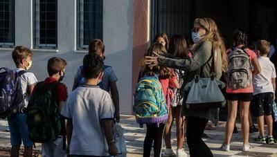 «Σε 330 τμήματα σχολείων έχουν εντοπιστεί κρούσματα κορωνοϊού»
