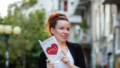 H Στέλλα Καραμπακάκη στο newshub.gr: Ζούμε σε μία εποχή που κυνηγάμε το «εύκολο»