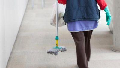 Κονδύλι ύψους σχεδόν 1 εκ. ευρώ για σχολικές καθαρίστριες-Ποια είναι η κατανομή στους δήμους της Κρήτης
