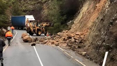 Ηράκλειο: Κλειστός δρόμος λόγω κατολίσθησης