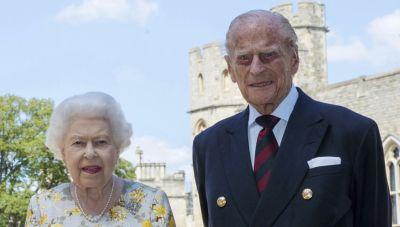 Ο πρίγκιπας Φίλιππος και η Βασίλισσα με τα δισέγγονα τους