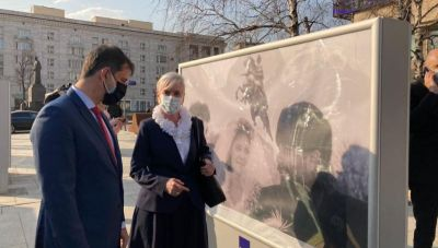 Πρόσκληση Θεοχάρη στους Ρώσους τουρίστες