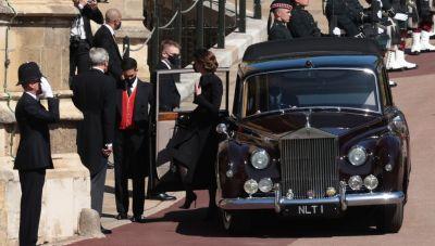Πρίγκιπας Φίλιππος: Η κηδεία και το λάβαρο με τον ελληνικό σταυρό στο φέρετρο