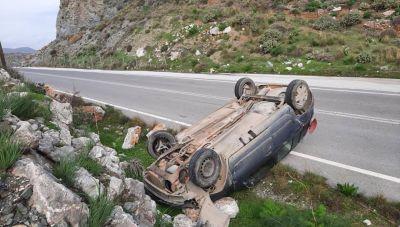 Κρήτη: Οδηγός είχε άγιο μετά την... επικίνδυνη ανατροπή (φωτογραφίες)