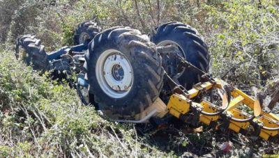 Τρακτέρ καταπλάκωσε αγρότη - Παραλίγο τραγωδία στο χωράφι!