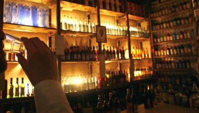 Κρήτη: Χρυσοπλήρωσε το άνοιγμα του μπαρ-Πρόστιμο και για συνάθροιση σε σπίτι