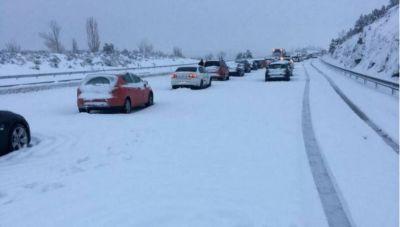 Βούλιαξε στο χιόνι η Ισπανία