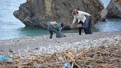Οι εθελοντές συνεχίζουν τους καθαρισμούς των παραλιών του Ρεθύμνου