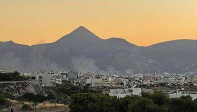 Ηράκλειο: Συναγερμός από φωτιά στο Παγκρήτιο (φωτογραφίες)