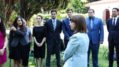 Σακελλαροπούλου σε ελληνοαμερικάνους φοιτητές: Να προωθήσετε το πνεύμα της Ελλάδας