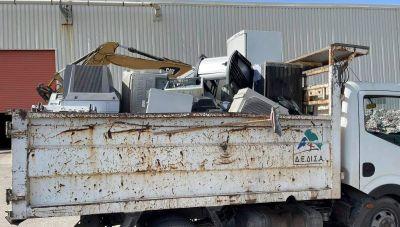 Χανιά: Μάζεψαν 4.5 τόνους ηλεκτρικά απόβλητα πηγαίνοντας «πόρτα-πόρτα» (φωτογραφίες)