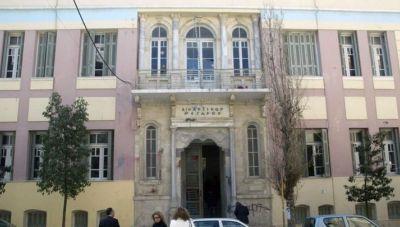 Ηράκλειο: Γυναίκα εγκατέλειψε 3χρονο παιδί έξω από τα δικαστήρια