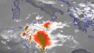 Μεσογειακός κυκλώνας οργανώνεται στην Ιταλία-Έρχεται κακοκαιρία και στην Ελλάδα