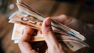 Χριστουγεννιάτικο «μέρισμα» 900 ευρώ για ευάλωτα νοικοκυριά: Αυτοί είναι οι δικαιούχοι που θα το πάρουν φέτος