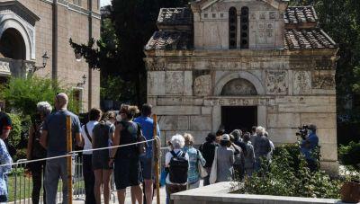 Ολοκληρώθηκε το λαϊκό προσκύνημα στον Μίκη Θεοδωράκη - Οι επίσημοι στην τελετή αποχαιρετισμού