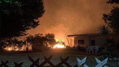 Σε εξέλιξη μεγάλη πυρκαγιά στο Σχίνο Κορινθίας: Μάχη με τις φλόγες-Εκκενώθηκαν χωριά