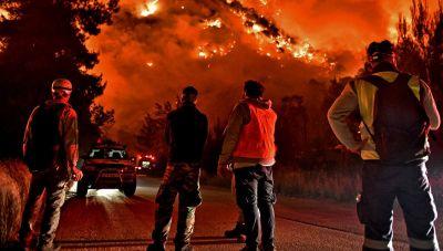 Κορινθία: Σε διάσπαρτα μέτωπα η φωτιά :«Μάχη» με τις φλόγες για δεύτερο 24ωρο