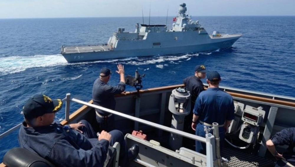 Μήνυμα Παναγιωτόπουλου: Ερευνητικό πλοίο νότια της Κρήτης συνιστά παραβίαση