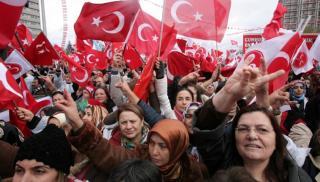 Τούρκοι εθνικιστές των Γκρίζων Λύκων κάνουν γυαλιά-καρφιά τη… Βιέννη