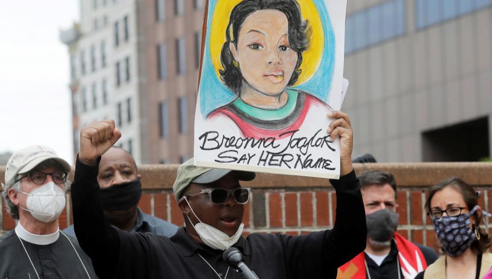 ΗΠΑ: Απόλυση αστυνομικού για τη δολοφονία της Αφροαμερικανίδας Μπριόνα Τέιλορ