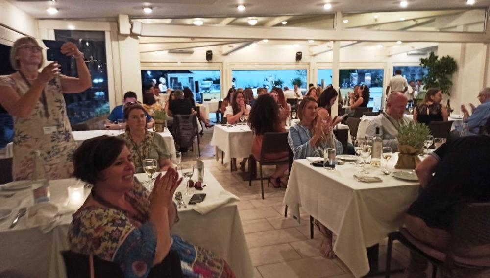 Καλωσόρισμα στους πρώτους ξένους τουρίστες-τουριστικούς πράκτορες και δημοσιογράφους σε εκδήλωση στη Χερσόνησο
