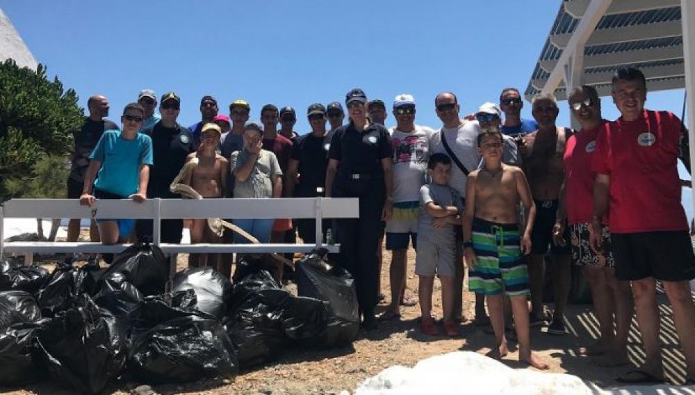 Επιχείρηση «καθαριότητα» στην παραλία του Τσούτσουρα