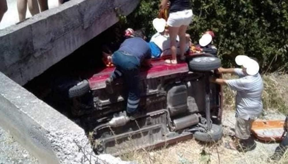 Καρέ- καρέ ο απεγκλωβισμός του οδηγού μετά το τροχαίο στον Καρτερο (φωτογραφίες)