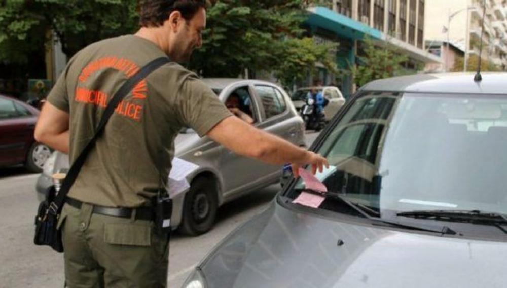Πολίτες καταγγέλλουν τη «βροχή» από κλήσεις στο κέντρο του Ηρακλείου (φωτογραφίες)