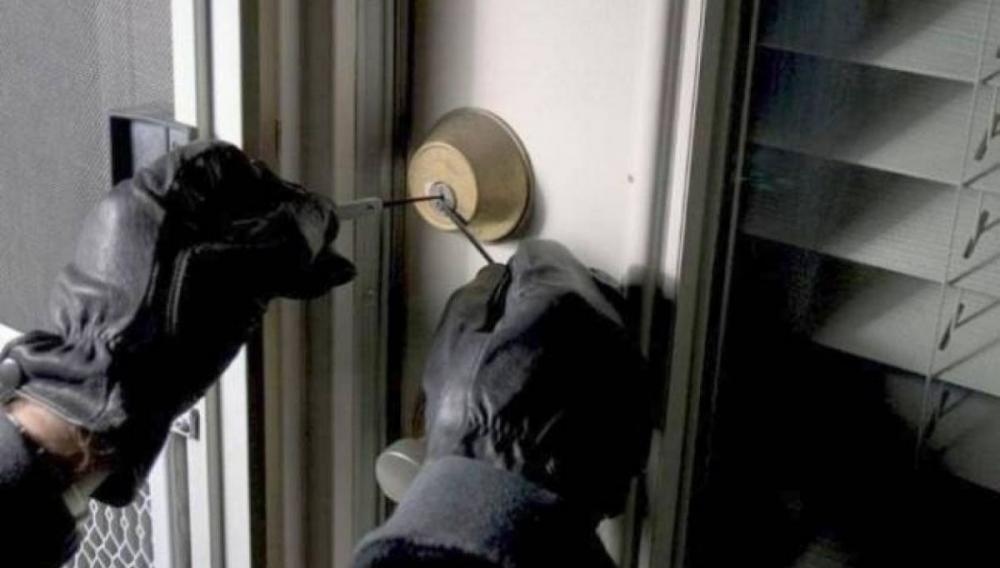 Θέμα newshub.gr: Έμπαιναν στα σπίτια ακόμη κι όταν ήταν μέσα οι ιδιοκτήτες!