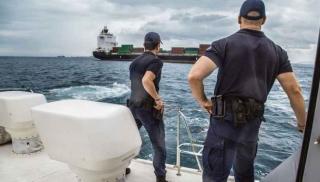 Επιχείρηση στην Κρήτη - To Λιμενικό κάνει «φύλλο και φτερό» σκάφος