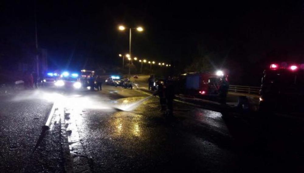 Ηράκλειο: Εγκλωβισμένοι στα συντρίμμια μετά από τη σύγκρουση δύο αυτοκινήτων