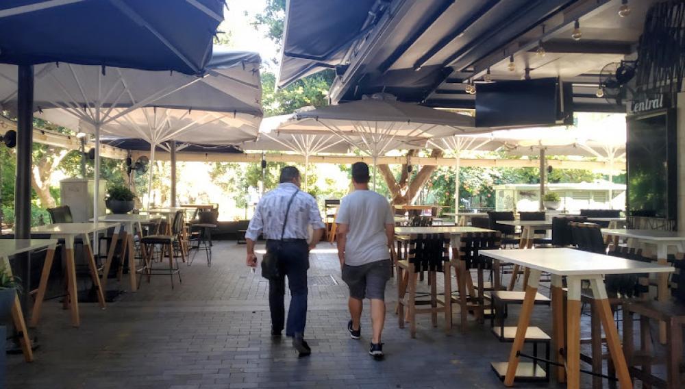 Κλειστές οι καφετέριες σήμερα - Λουκέτο στα καταστήματα (φωτογραφίες)