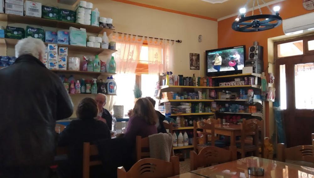 Ένα καφενείο, σωστό παντοπωλείο