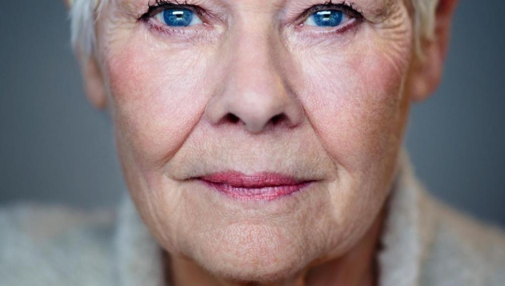 Τζούντι Ντεντς το έκανε και αυτό: Ειναι η μεγαλύτερης ηλικίας σταρ σε εξώφυλλο της Vogue