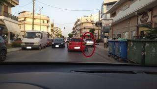 Ηράκλειο: Με το ποδήλατο στο πλάι του αυτοκινήτου...