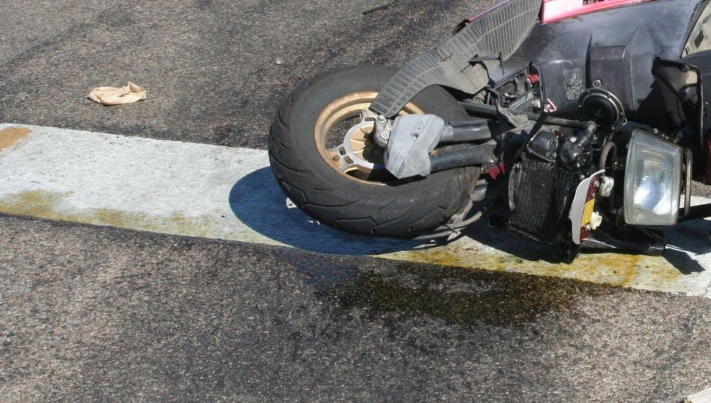 Κρήτη: Μηχανάκι συγκρούστηκε με ένα αυτοκίνητο!
