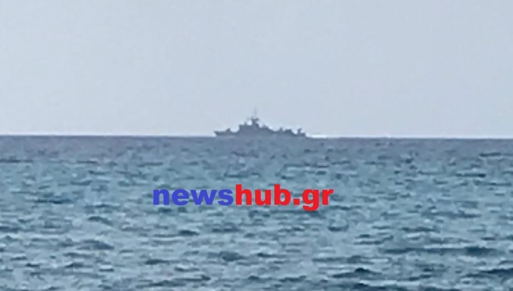 Aποκλειστικό: Πολεμικά πλοία σε απόσταση αναπνοής από την Κρήτη (φωτογραφίες)