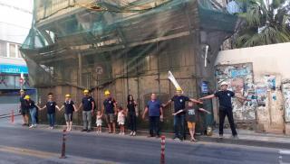 Συμβολικός αποκλεισμός του ετοιμόρροπου κτιρίου στην οδό Αγίου Μηνά - Δράση του Διοικητικού Συμβουλίου της ''Ανθρώπινης Ασπίδας'' (φωτογραφίες)