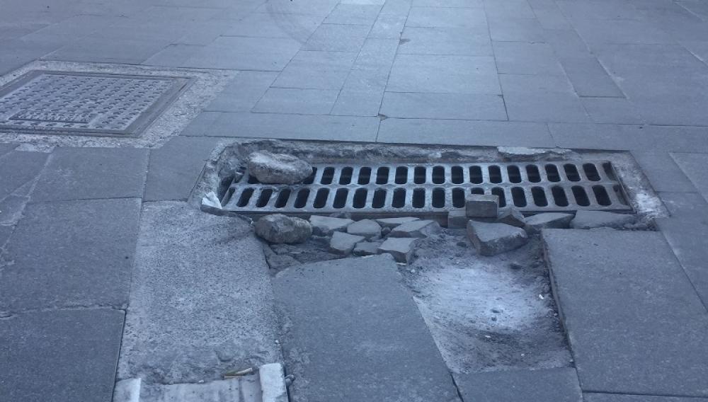 Ηράκλειο: Σπάνε τα αυτοκίνητα και πέφτουν οι δικυκλιστες στο φρεάτιο - παγίδα (φωτογραφία)