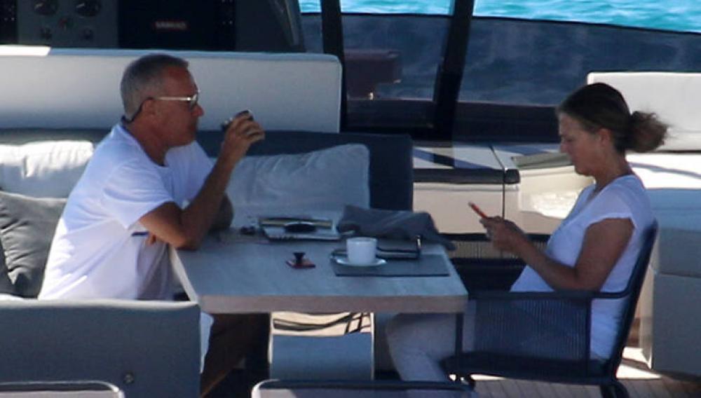 Τομ Χανκς - Ρίτα Γουίλσον: Διακοπές στο υπερπολυτελές σκάφος τους στα Κουφονήσια (φωτογραφίες)