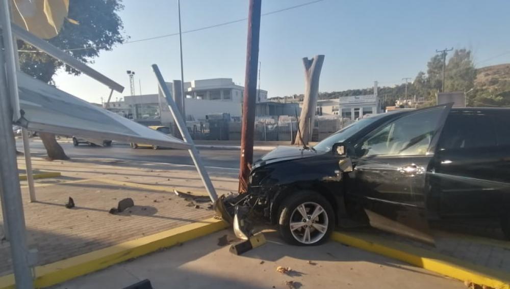 Σοβαρό τροχαίο στην Κρήτη: Συντρίμμια δύο αυτοκίνητα