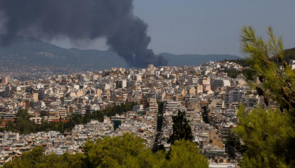 Φωτιά στη Μεταμόρφωση: Συνεχίζει να καίει για δεύτερη ημέρα
