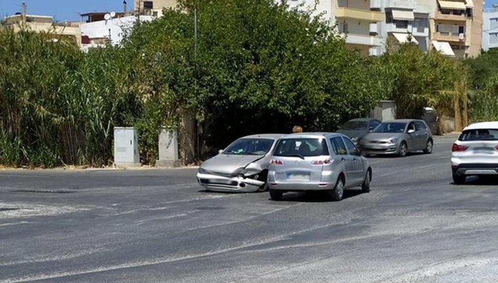 Θέμα newshub.gr: Όσο δε γίνεται ο κόμβος θα έχουμε μποτιλιάρισμα και... τροχαία (φωτογραφιες)