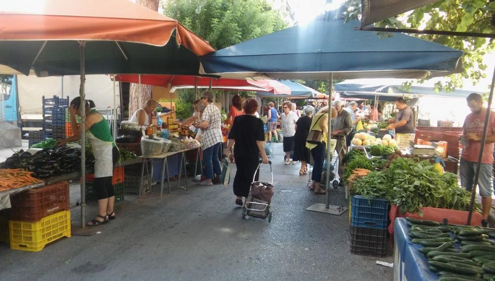 Ηράκλειο: Ελέγχουν τη λαϊκή αγορά για να δουν αν θα μπει το λουκέτο