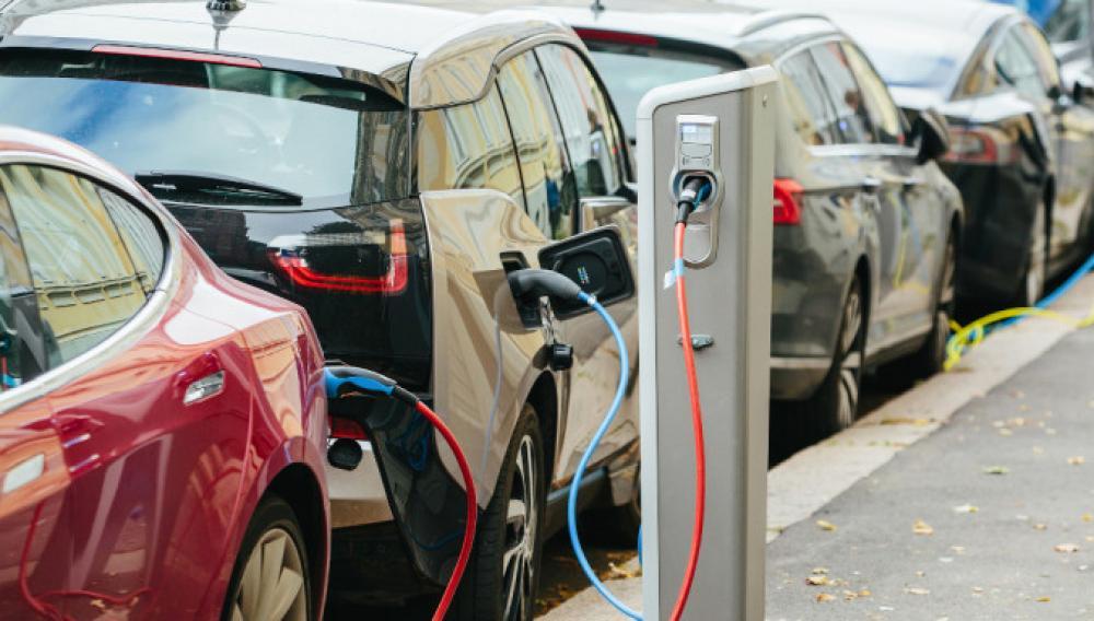 ΥΠΕΝ: Τα βήματα για την αίτηση επιδότησης αγοράς ηλεκτρικού οχήματος -Στις 24/8 ανοίγει η πλατφόρμα